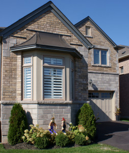 Chamfer Walling in North Cerney - Accessories in Essex Blend: Smooth Jambs and Rock Face Sills